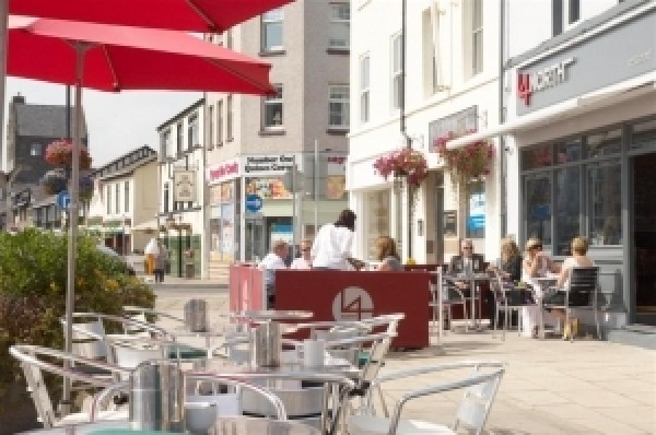 Council to temporarily relax pavement  café guidelines
