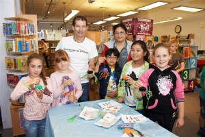 Anansi amazes at the library