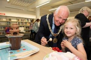Mayor takes part in second activity session at the library